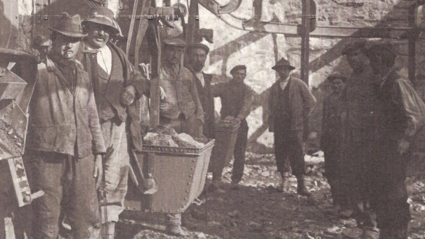 Historical picture of the miners of Cogne