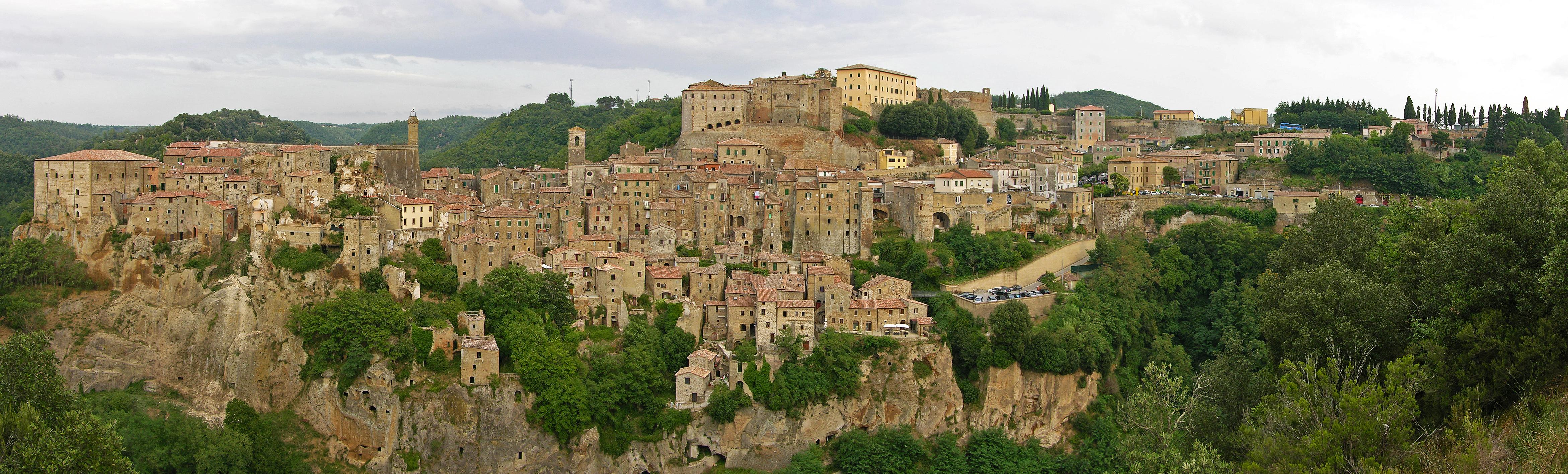 Sorano, vista panoramica dell'antico borgo