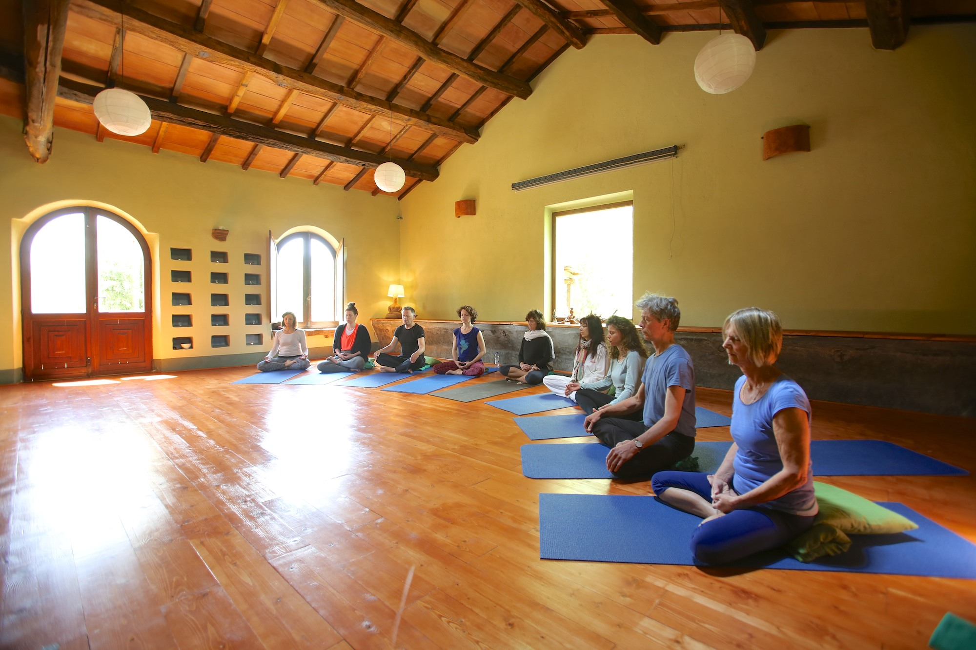 Yoga classes are proposed to the guests