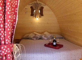 Inside the Pod: Romantic wooden details