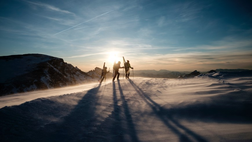 Skiing by train: destinations for your car-free holiday