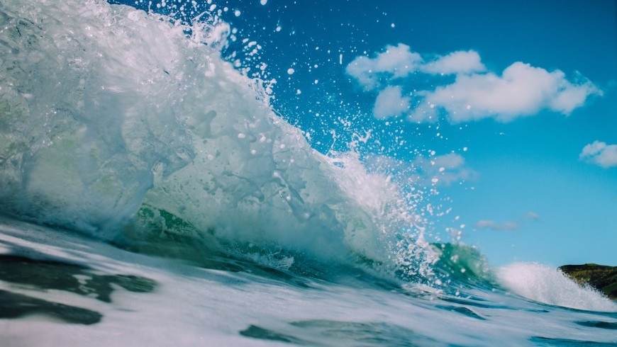 Zoom on a wave, light blue.
