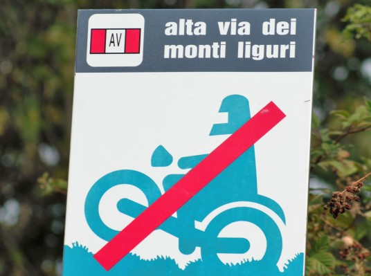 ligurian mountains high route signage
