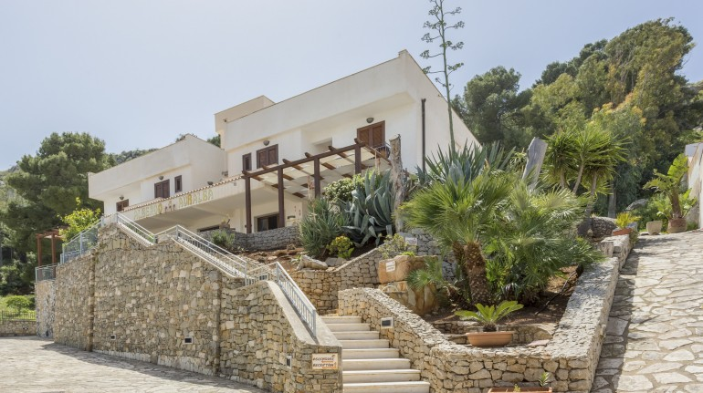 External part of Auralba, eco-friendly hotel in Sicily