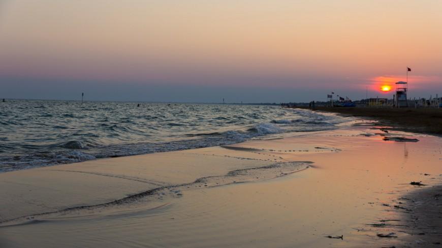 Bibione, smoke-free beach and sea at the sunset