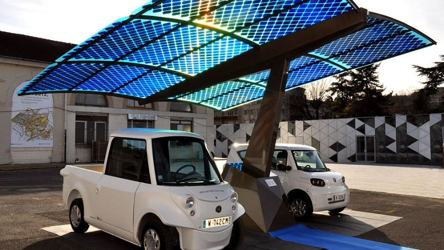station that replenishes energy for electric vehicles using solar energy