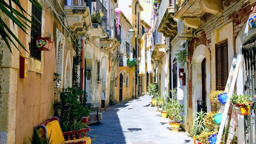 The coloured alleys in Ortigia.