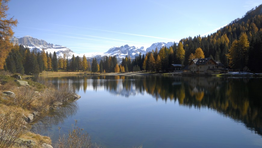 stuuning view of lake in autumn