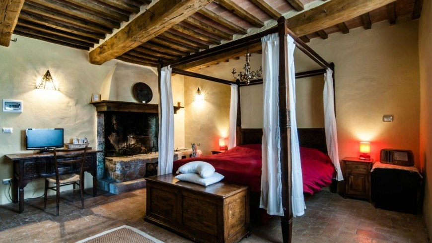 A room in the biologic farmhouse Sant'Egle, Tuscany. You can charge your cars while sleeping