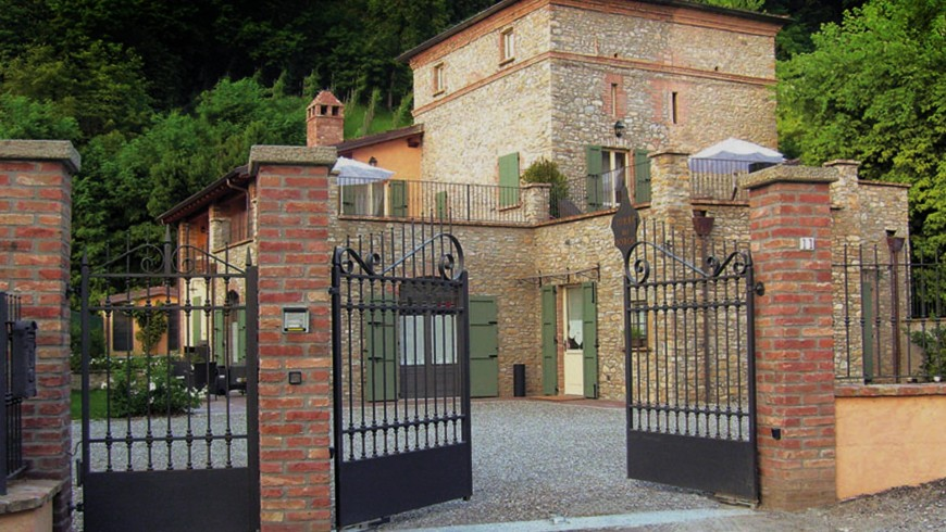 A tower house nestled between the hills and vineyards of Val Vezzano