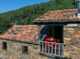 Creative holidays in a Portuguese ecovillage