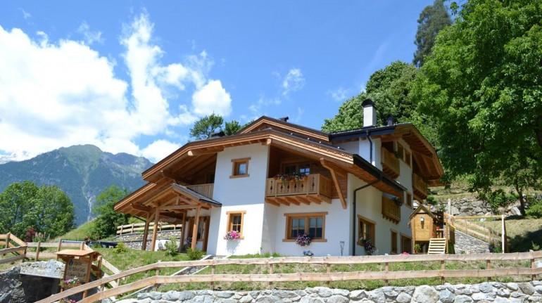 Farmhouse I the Adamello Brenta Park