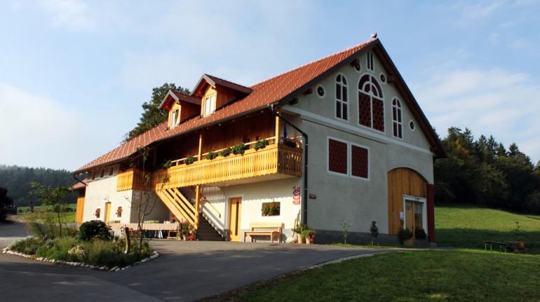 """Vacation Farm """"Pri Lazarju""""-b Ljubljana green travel guide"""