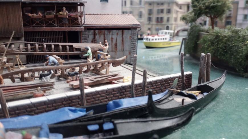 Craftsmen who build gondolas in Venice, miniature representation of Miniatur Wunderland