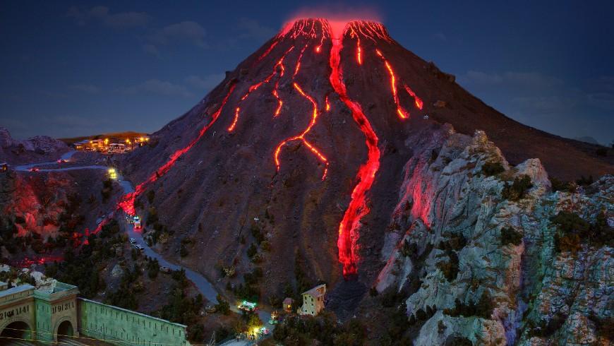 Vesuvius erupting, photo via Miniatur Wunderland