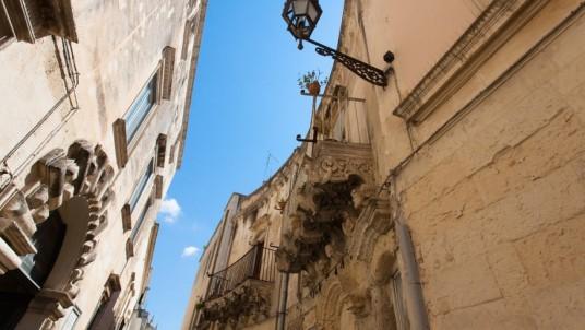 Alley in Lecce with Lecce stone and Baroque architecture