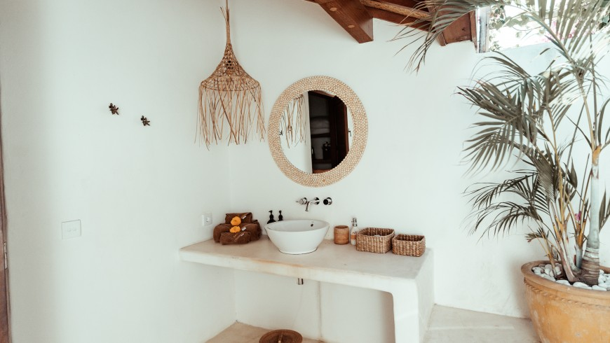 Bathroom with sustainable decor at Mule Malu Tropical Stay