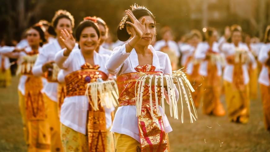Women performing Balinese dance.
