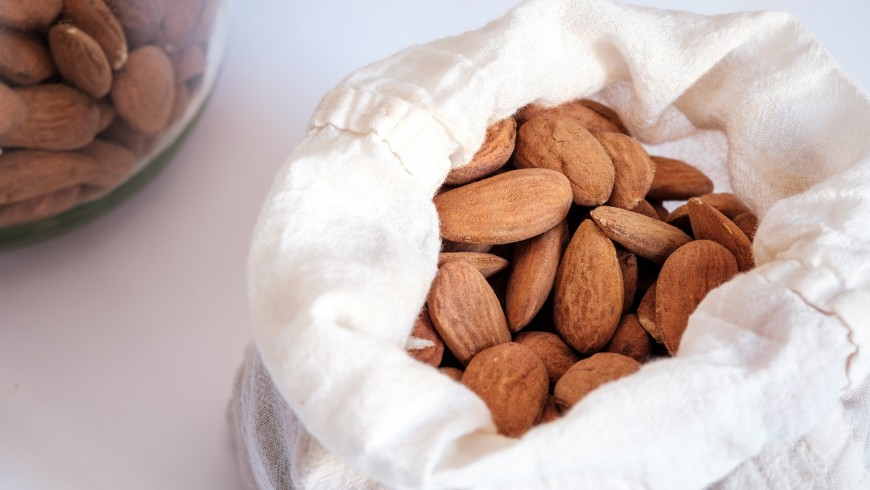 Cotton bag with almonds