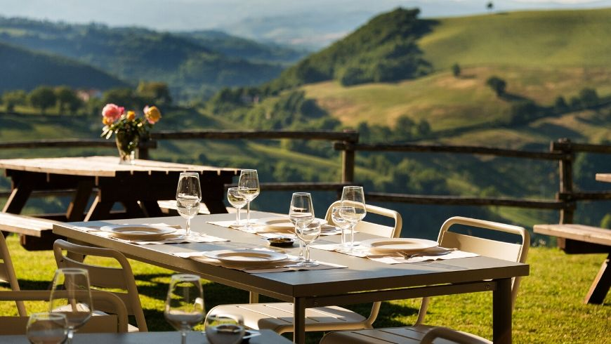 outdoor table setting at Girolomoni agritourism