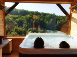 Holiday Home Enchanting Hill - jacuzzi