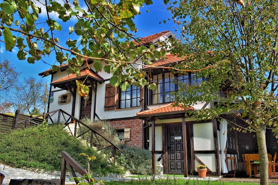 Holiday Home Enchanting Hill - exterior