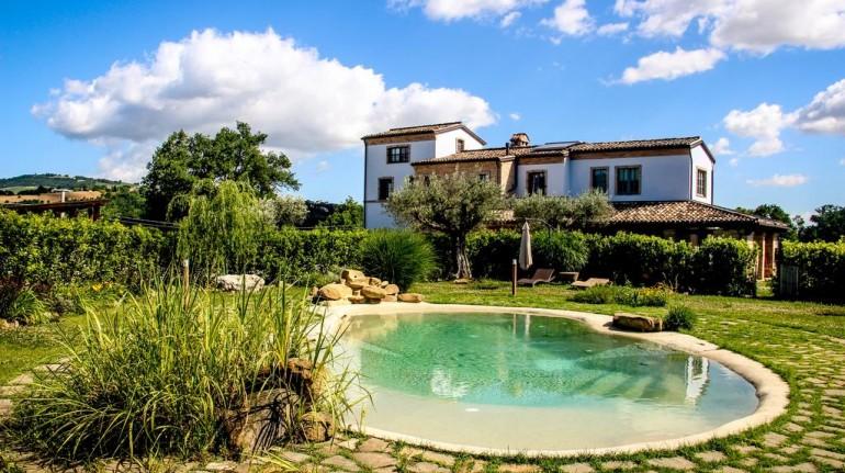 La Coroncina farmhouse in Marche