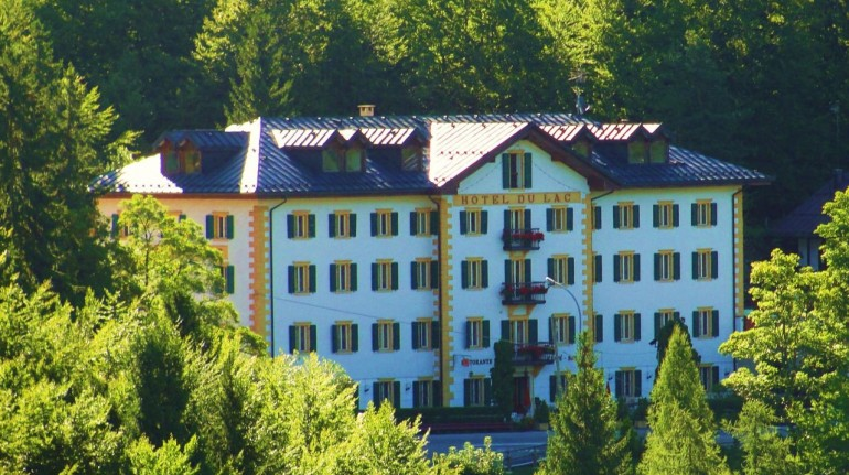 Panoramic view of Hotel du lac