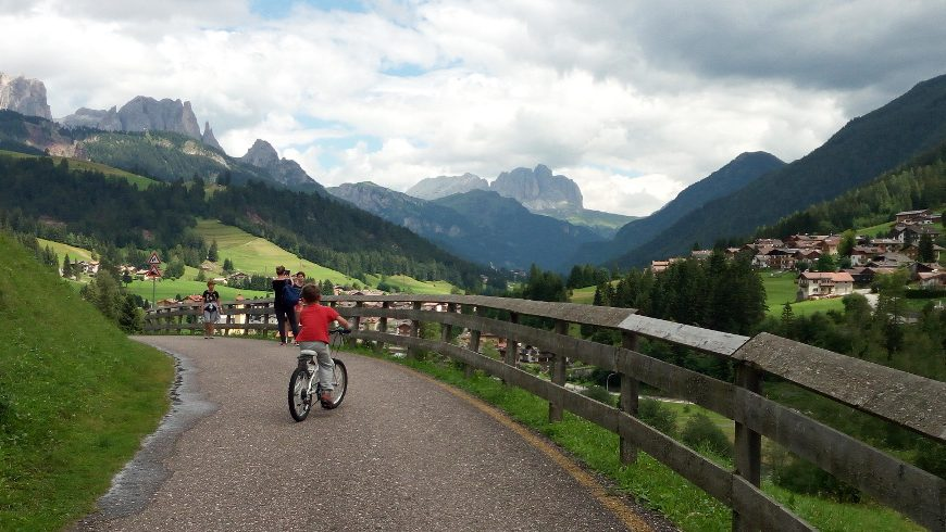 Moena, cycle path. Alpine Pearls