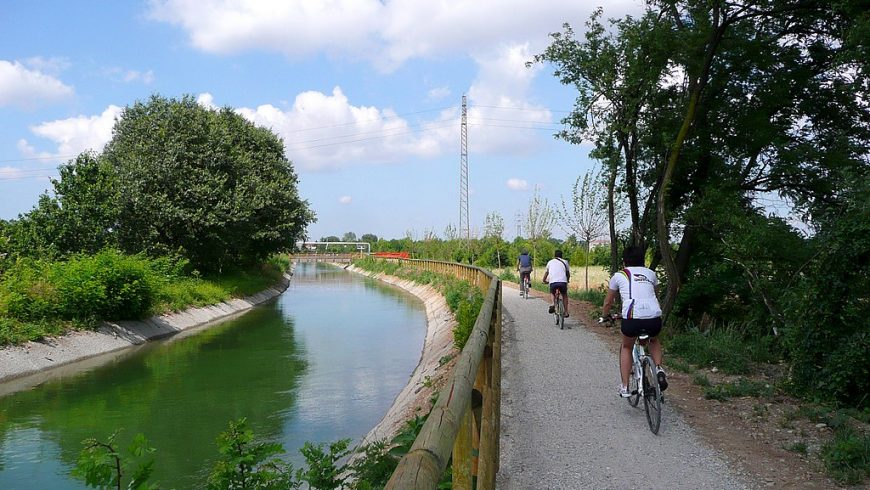 ciclepath along the cavour canal