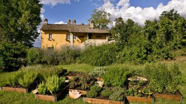 An Umbrian farmhouse overlooking a castle