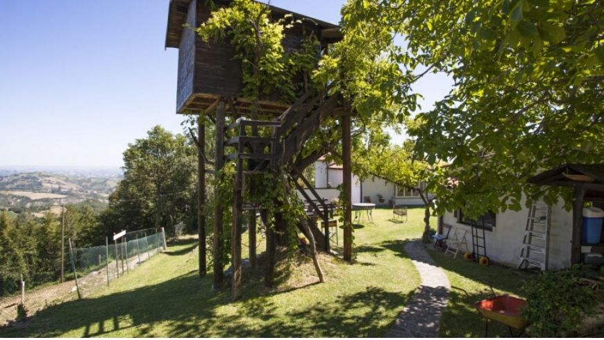 green treehouse in italy and resort