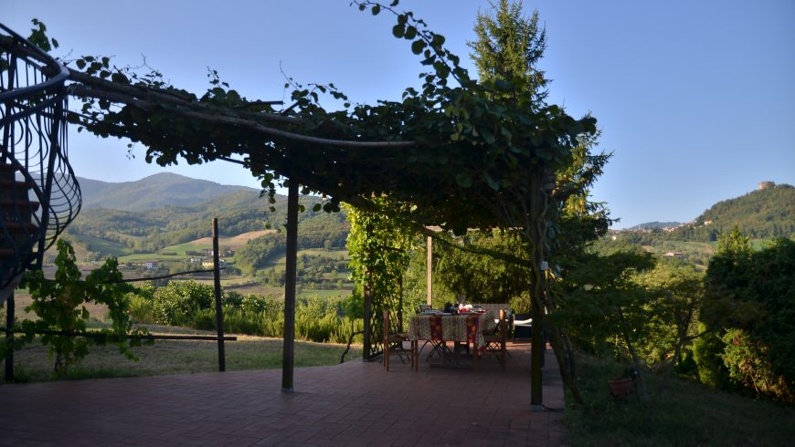 Breakfast under the pergola at the Valtidone Verde Bioagriturismo