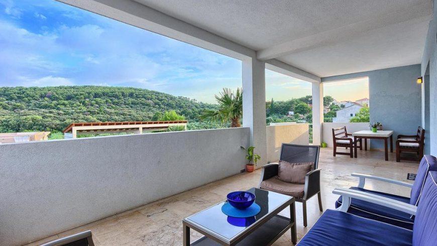 villa Anadi balcony