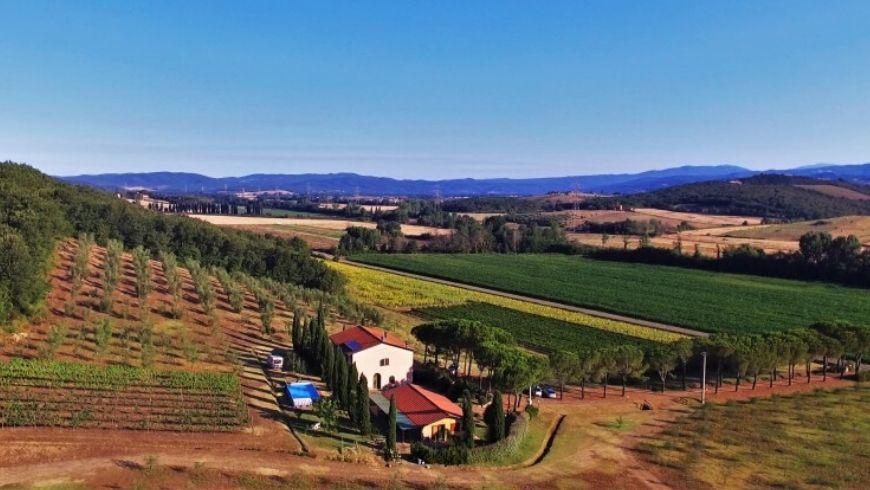 italian countryside farmhouse