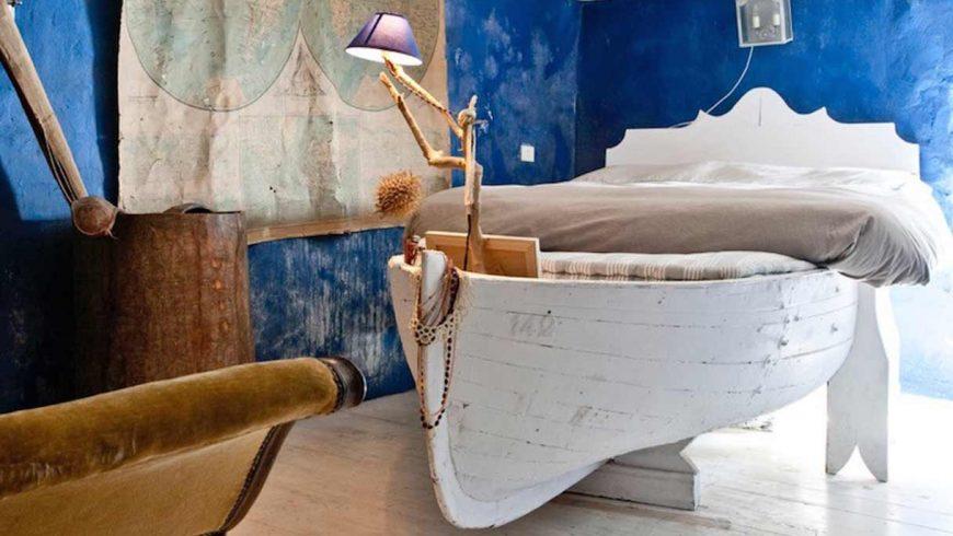 Boat bed at the Mortola Eco-Hotel