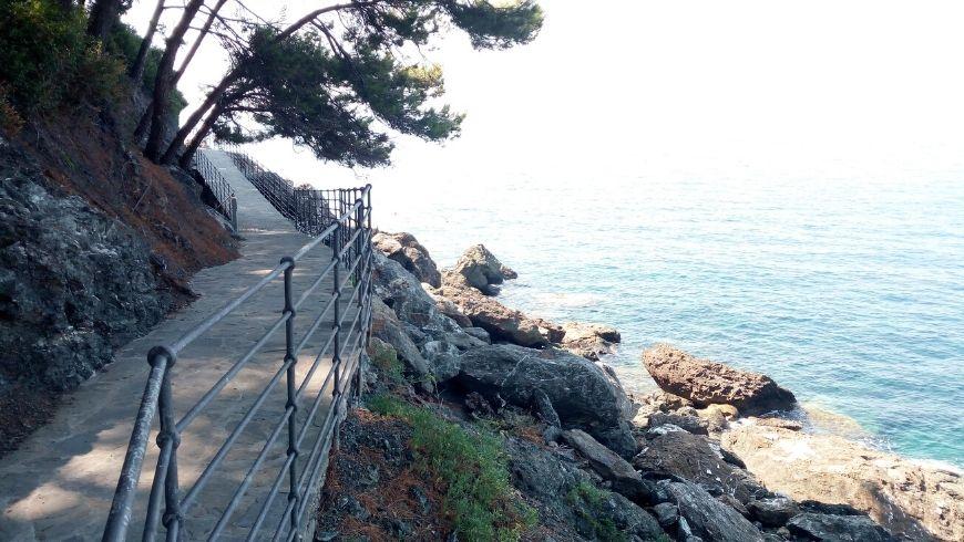 """walk along """"La Via del Mare"""" in Framura, Liguria, Italy"""