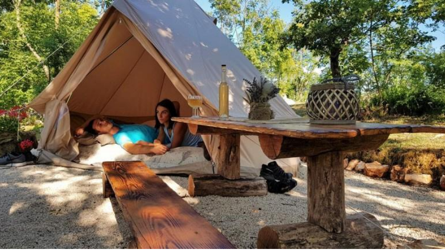 Have an eco-glamping experience in the middle of nature with your couple