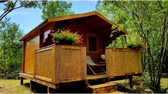 The Robinson Hut at the Eco Glamping Freedom: a perfect romantic place to stay in the middle of nature