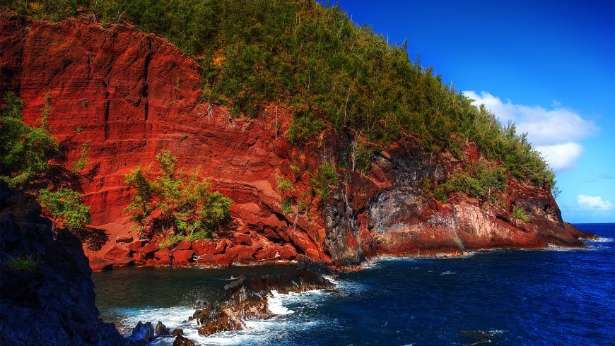Kaihalulu's red and black rocks and deep blue sea