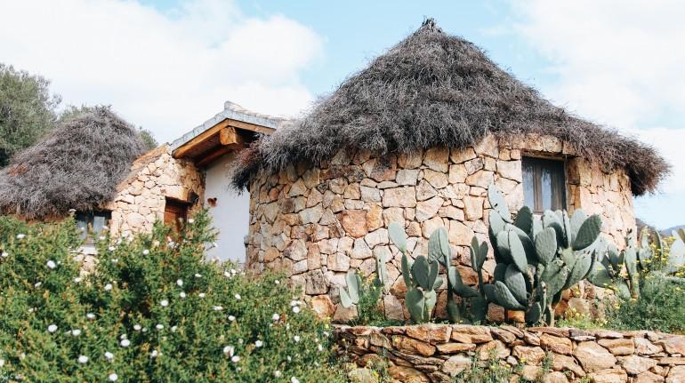Pinettos, typical Sardinian huts at Essenza Sardegna
