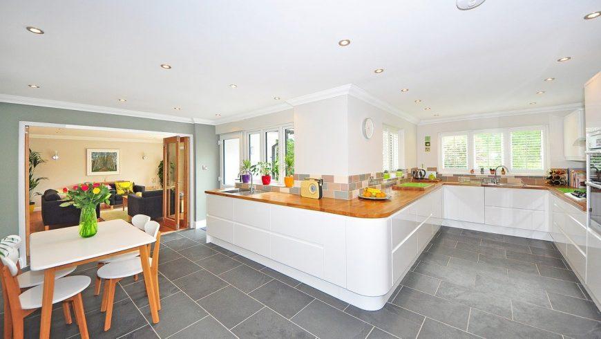 Wide and roundish kitchen