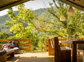 Glamping in Liguria surrounded by greenery