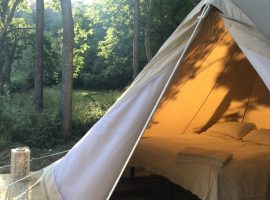 Glamping in Liguria on the banks of a stream