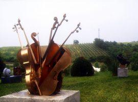 Sculpture and art in Cà la Ghironda park