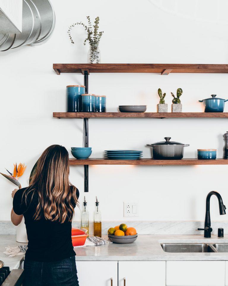eco-friendly shopping tips: minimalist person