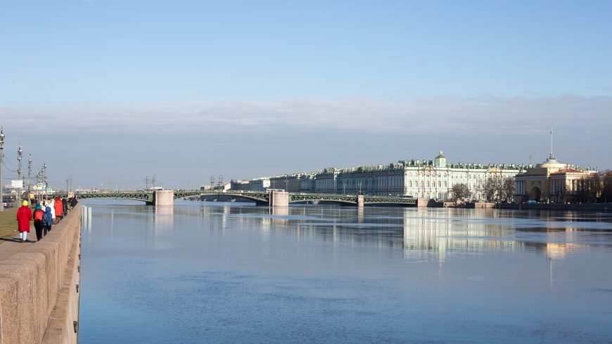 walking along the neva, the first of the green itineraries in saint petersburg