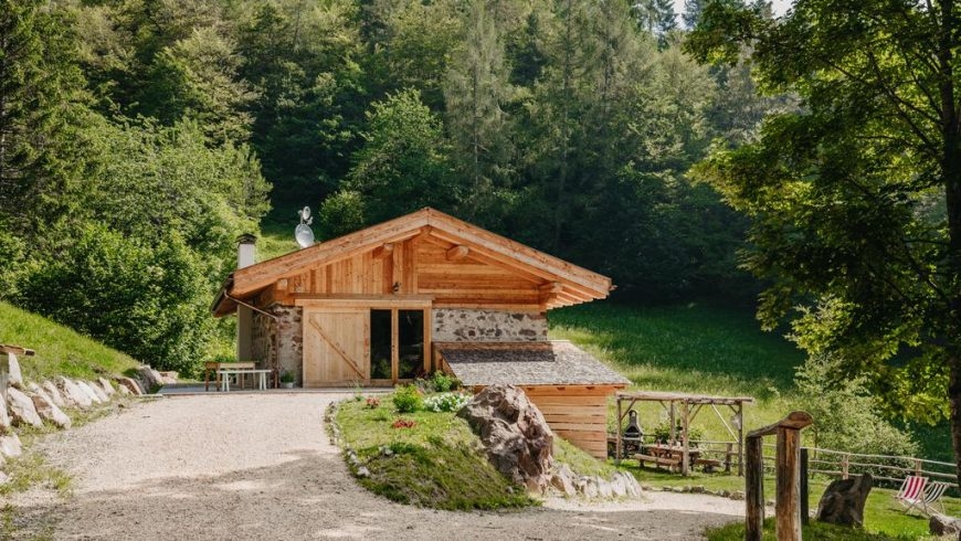 Give mountain holidays as a gift with a stay in a hut