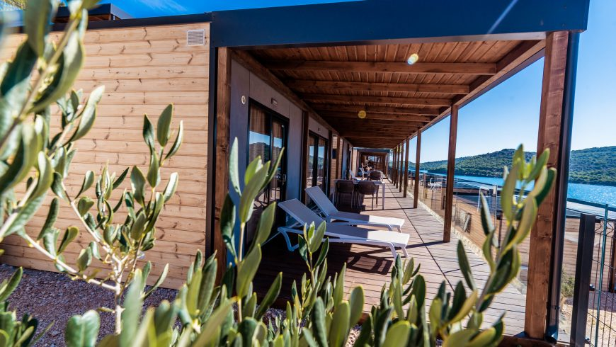 Seafront wood camping villa