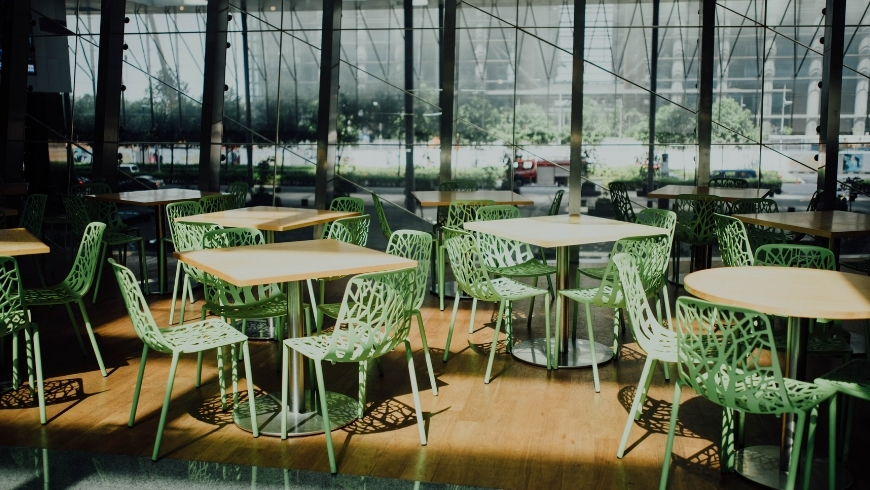 chairs and tables for green events